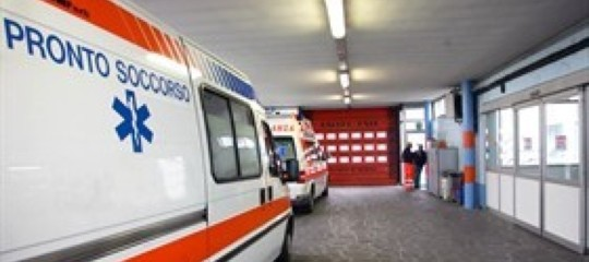 Tredicenne ingoia spillo salvata a Torino