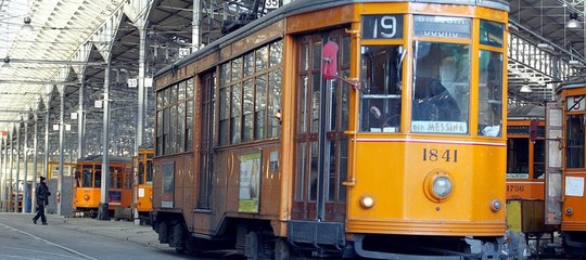 molestata minacciata mannaia tram milano