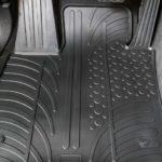 Suggerimenti Facili E Veloci Su Come Pulire I Tappetini Per Auto