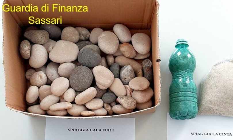 Furti sabbia conchiglie spiagge Sardegna